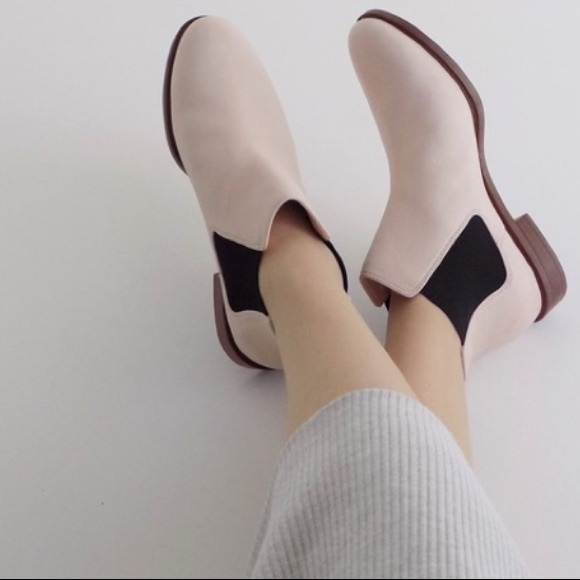 Clarks Light Pink Chelsea Boots Size 9